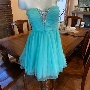 Dresses & Skirts - Sparkly Homecoming dress